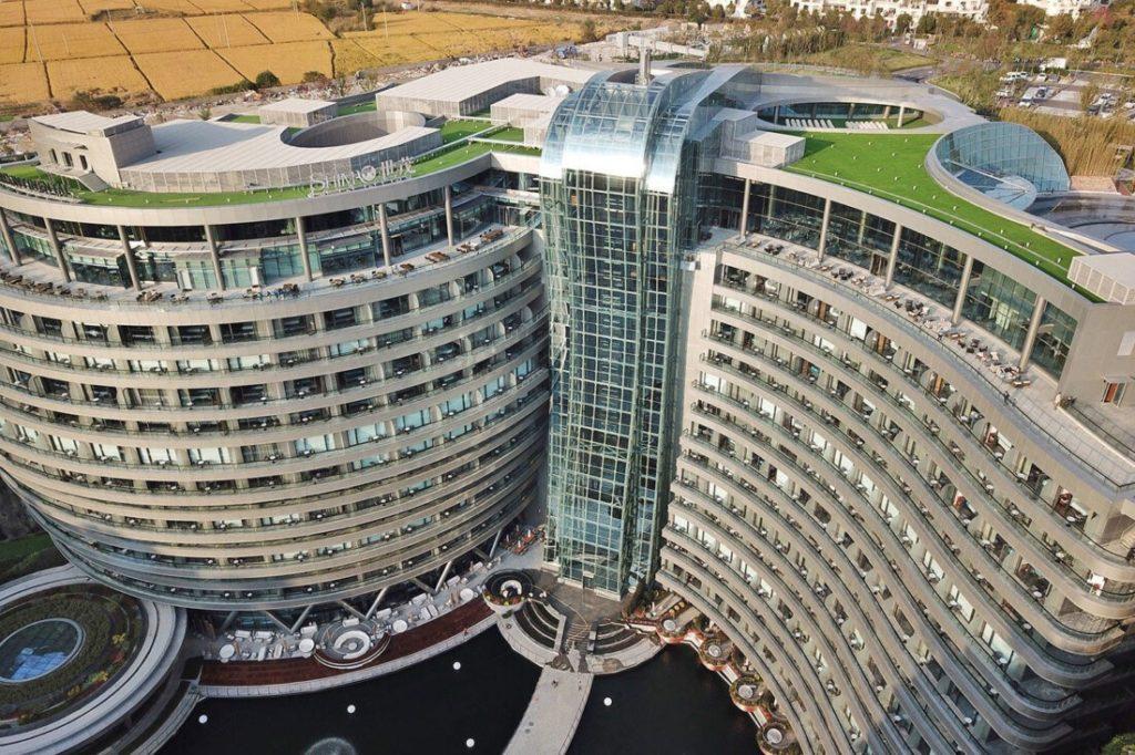 Me 336 dhoma dhe 18 kate/ Ky është hoteli 'nëntokësor' 225 mln dollarësh i ndërtuar në një gurore (FOTO)