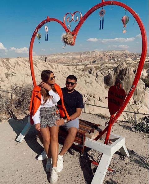 Me foton e rrallë, Ermal Fejzullahu uron bashkëshorten me fjalët më të ëmbla për ditëlindje (FOTO)
