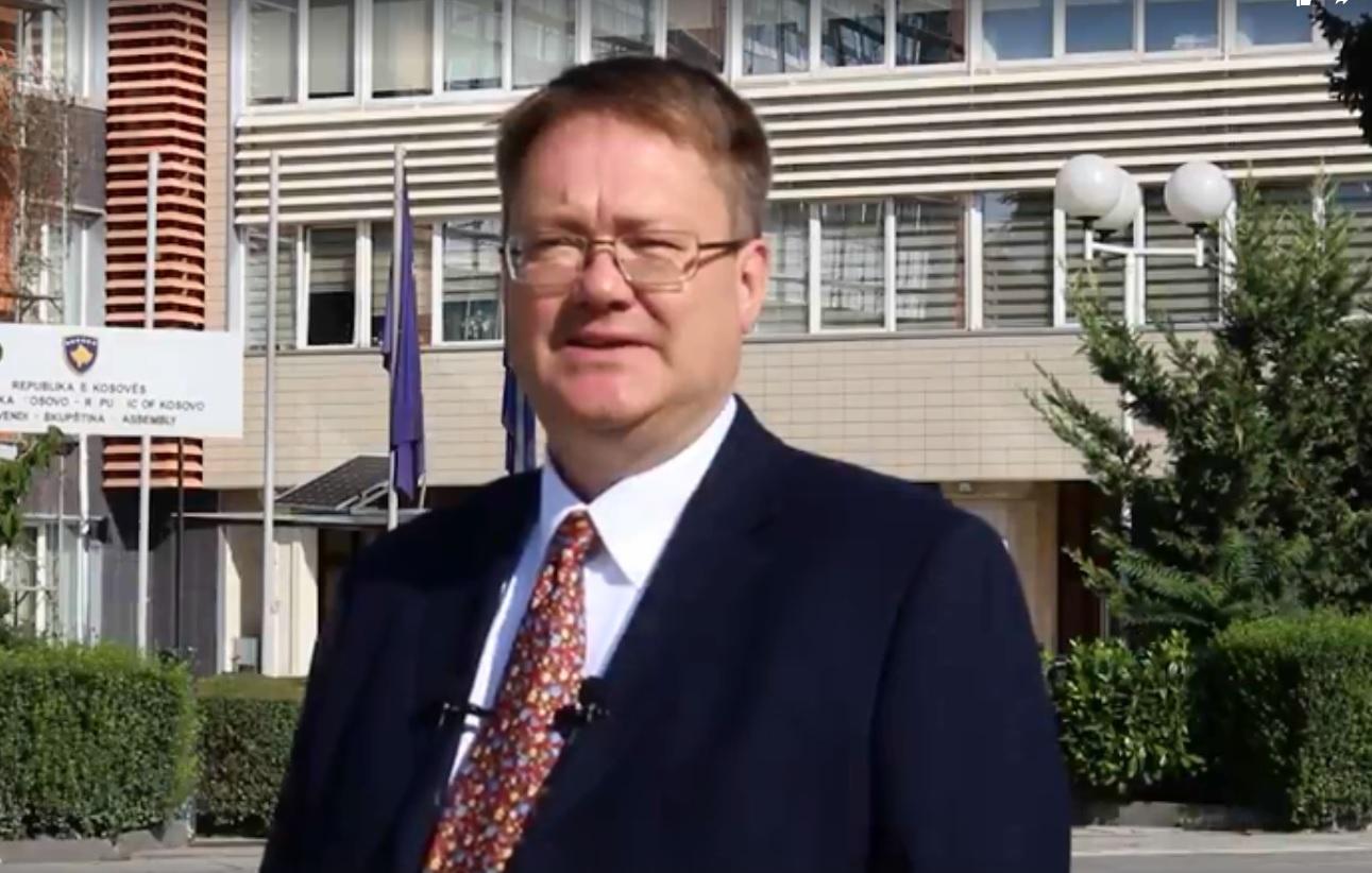 """""""Pa retorikë politike dhe dhunë…""""/ Ambasadori Britanik: Java e """"zjarrit"""" në Kosovë"""