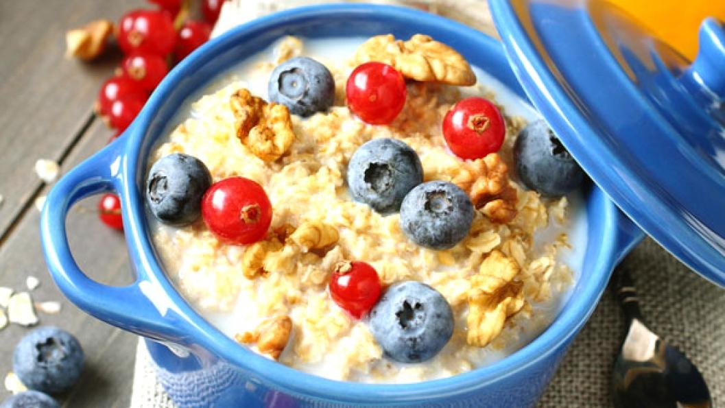 Disa ushqime që duhet të konsumoni në mëngjes për uljen e tensionit të lartë