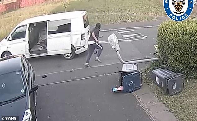 Covid-19 i mbylli në shtëpi, por tani grupet kriminale rinisin vjedhjet spektakolare me armë (Video)