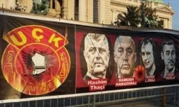 Në 'shënjestër' krerët e luftës së UÇK-së, shikoni ç'ndodh para parlamentit serb