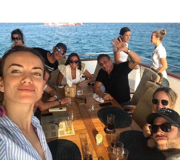 "Pas ndarjes nga boksieri, shqiptarja ""kapet mat"" me Sylvester Stallone (FOTO)"