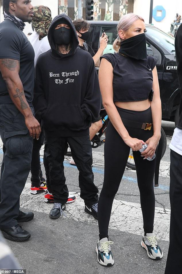 """Tayna shoqëron reperin e famshëm në protestat në Amerikë? Ja imazhet që publikoi """"Daily Mail"""" (FOTO)"""