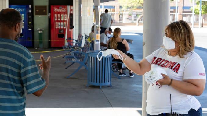 Shifra rekord  Në SHBA situata del jashtë kontrollit  47 mijë te infektuar brenda një dite