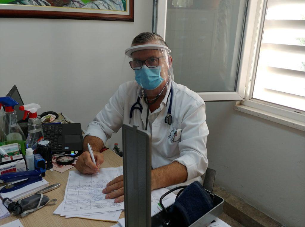 Koronavirusi  Mjekët e familjes në alarm  Pacientët nuk respektojnë masat  duhen roje private në ambulanca