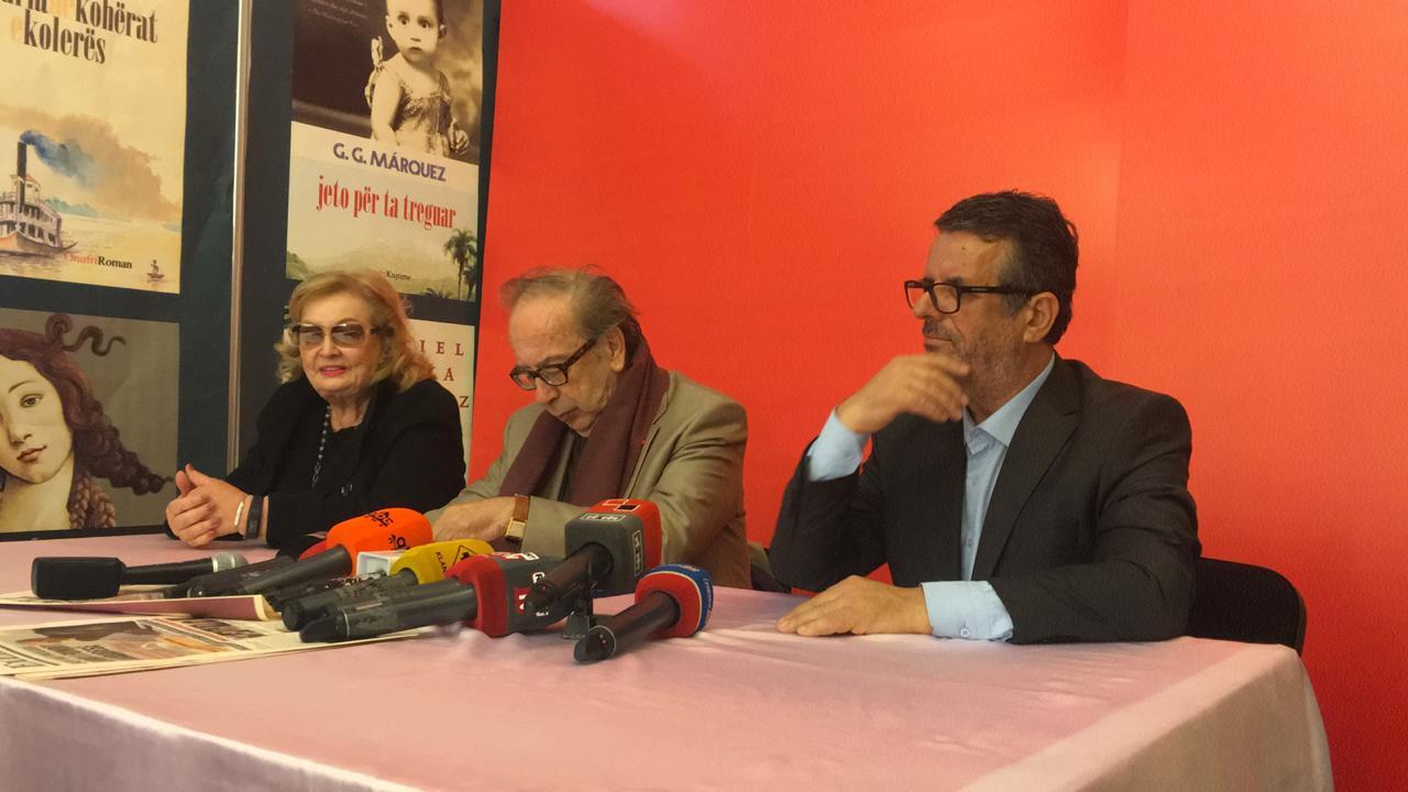 Ismail Kadare, Helena Kadare dhe botuesi Bujar Hudhri.